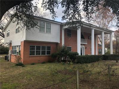 Keene Single Family Home For Sale: 300 S Mockingbird Lane