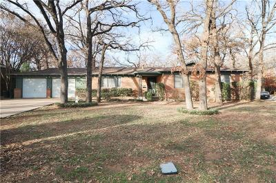 Hurst Single Family Home For Sale: 600 Oakwood Avenue