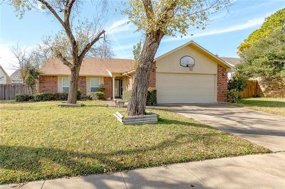 Bedford, Euless, Hurst Single Family Home Active Option Contract: 2405 Chinaberry Drive