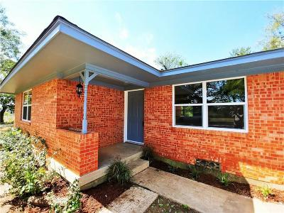 Lewisville Single Family Home For Sale: 528 Barfknecht Lane