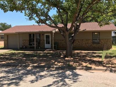 Baylor County Single Family Home For Sale: 702 N Charles Street