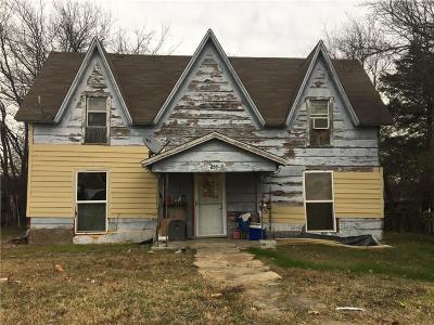 Van Alstyne Single Family Home For Sale: 239 S John Douglas Road
