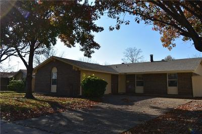 Garland Single Family Home For Sale: 1009 Greenbriar Drive