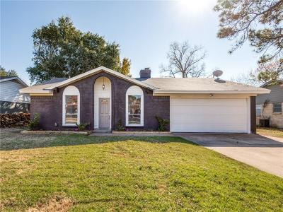 Bedford, Euless, Hurst Single Family Home For Sale: 2008 Chattanooga Drive