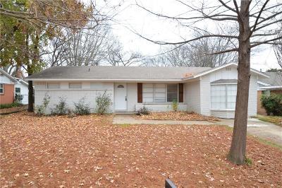 Ennis Single Family Home For Sale: 524 Cherry Lane