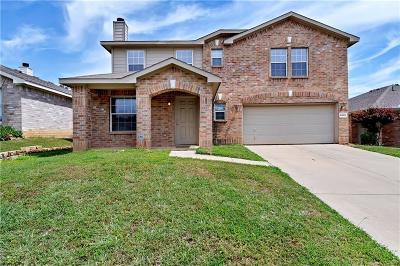 Fort Worth Single Family Home For Sale: 8049 Brook Ridge Drive