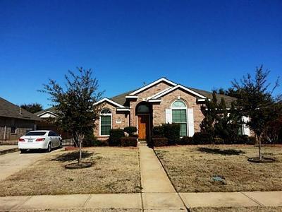 Denton County Single Family Home For Sale: 1445 Berne Lane