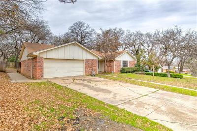 Tarrant County Single Family Home For Sale: 113 Redhaw Court