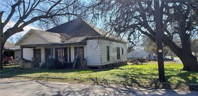 Comanche TX Single Family Home For Sale: $29,000