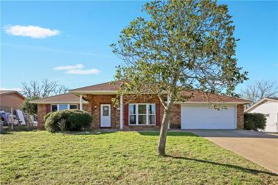Kennedale Single Family Home For Sale: 711 Crestview Drive