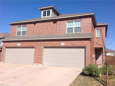 Tarrant County Multi Family Home For Sale: 533 Mast Court