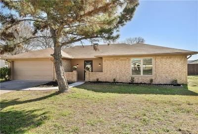 Granbury Single Family Home For Sale: 205 Bahama Court