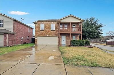 Haltom City Single Family Home For Sale: 5200 Mirror Lake Drive