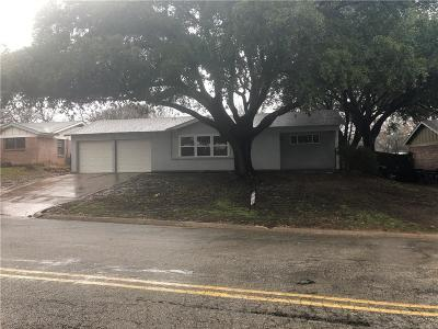 Euless Single Family Home Active Option Contract: 815 Simmons Drive