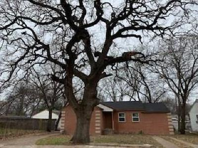 Grand Prairie Single Family Home Active Option Contract: 809 Manor Street
