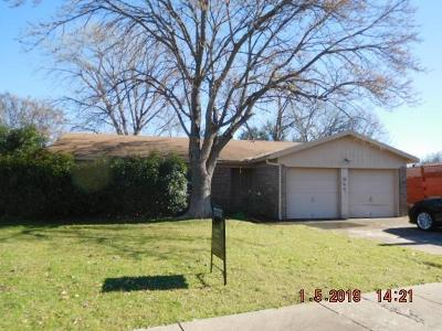 Saginaw Single Family Home For Sale: 429 Ridgecrest Drive