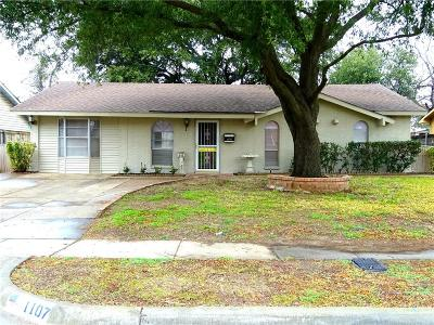 Lewisville Single Family Home For Sale: 1107 Briarwood Drive