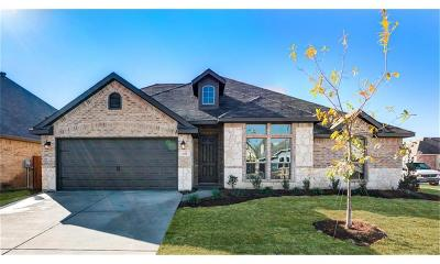 Saginaw Single Family Home For Sale: 311 Cattlemans Trail