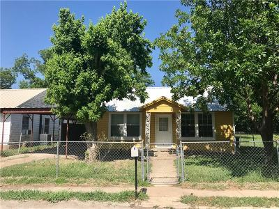 Comanche TX Single Family Home For Sale: $55,000