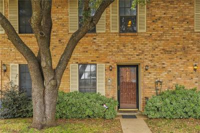 Dallas, Fort Worth Townhouse For Sale: 7332 Kingswood Circle