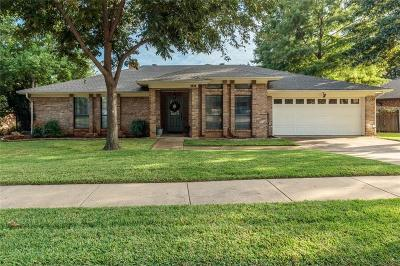 Hurst, Euless, Bedford Single Family Home For Sale: 1404 Woodvale Drive