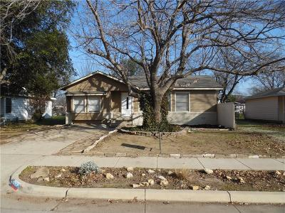 Haltom City Single Family Home For Sale: 3552 Meadow Oaks Drive