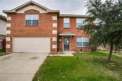 Fort Worth Single Family Home For Sale: 8620 Star Thistle Drive