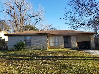 Mesquite TX Single Family Home For Sale: $110,000
