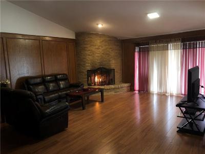 Dallas County Half Duplex For Sale: 605 Woodhaven Pl