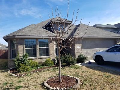 Fort Worth Single Family Home For Sale: 8605 Prairie Wind Trail