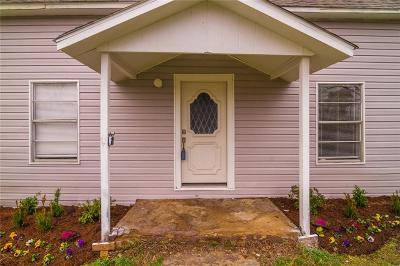 Krum Single Family Home For Sale: 518 W McCart Street