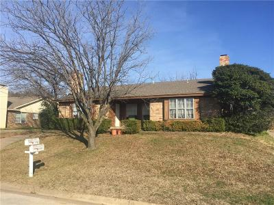 Tarrant County Multi Family Home For Sale: 7036 Crosstimbers Lane