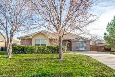 Lewisville Single Family Home Active Contingent: 1527 Steamboat Trail