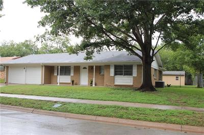 Hurst Single Family Home For Sale: 704 Oakwood Avenue