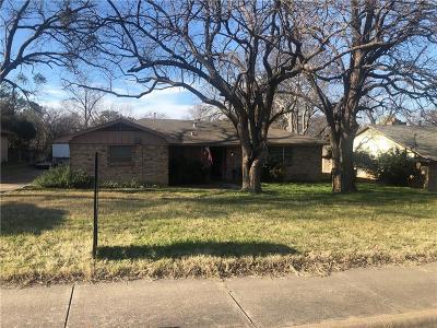 Denton Single Family Home For Sale: 1313 E Sherman Drive
