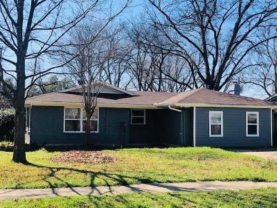 Dallas TX Single Family Home For Sale: $325,500