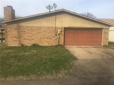Desoto Single Family Home For Sale: 820 Live Oak Drive