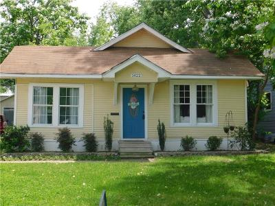 Denison Single Family Home For Sale: 1422 W Sears Street
