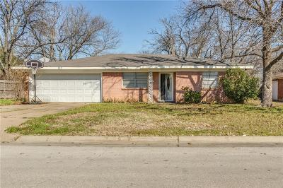 Tarrant County Single Family Home Active Option Contract: 107 SE Harris Street