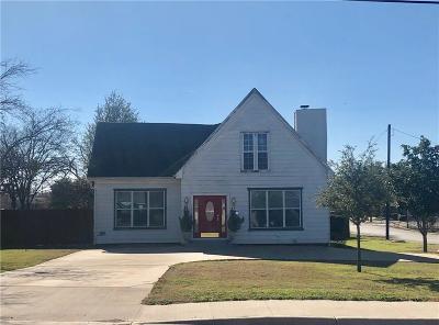 Breckenridge Single Family Home For Sale: 1201 E Walker Street