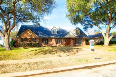 Dallas Single Family Home For Sale: 3911 Candlenut Lane