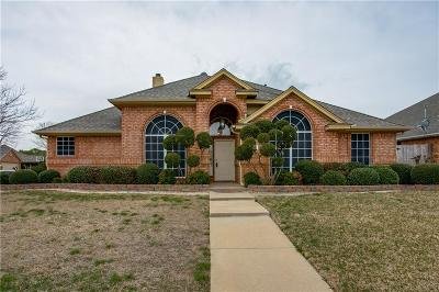 Keller Single Family Home For Sale: 208 Redwood Drive