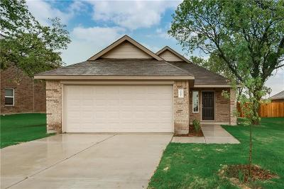 Ennis Single Family Home For Sale: 1507 Blue Jay Drive