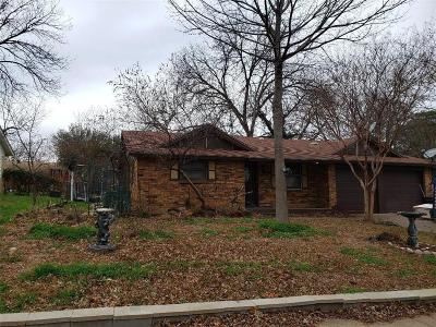 Grapevine Single Family Home For Sale: 925 Oak Cliff Drive