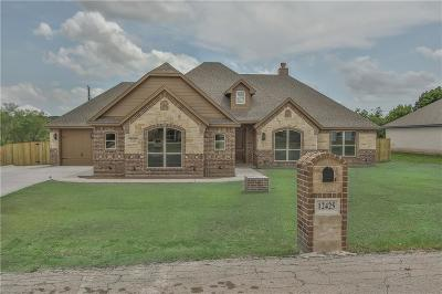 Fort Worth Single Family Home For Sale: 12425 Messer Court
