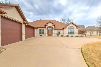 Granbury Single Family Home For Sale: 6509 Colonial Drive