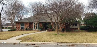 Single Family Home For Sale: 901 Autumn Lake Drive