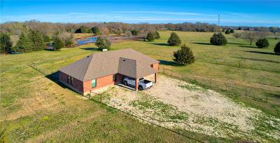 Angus, Barry, Blooming Grove, Chatfield, Corsicana, Dawson, Emhouse, Eureka, Frost, Hubbard, Kerens, Mildred, Navarro, No City, Powell, Purdon, Rice, Richland, Streetman, Wortham Single Family Home For Sale: 205 County Road 2240