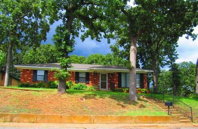 Denison Single Family Home For Sale: 901 Seymore Circle