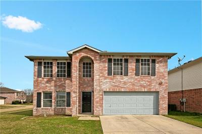 Grand Prairie Single Family Home For Sale: 3040 Clemente Drive